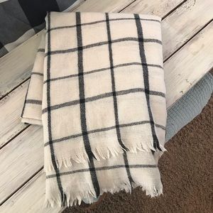Accessories - NWOT BLANKET SCARF